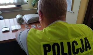 Akcja policji w Brzezinach. Zatrzymano dilera narkotykowego, grozi mu 10 lat więzienia